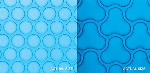 A close-up of the two sizing and colour options for a triple cell solar pool blanket