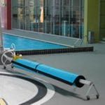 Portable swimming pool cover roller